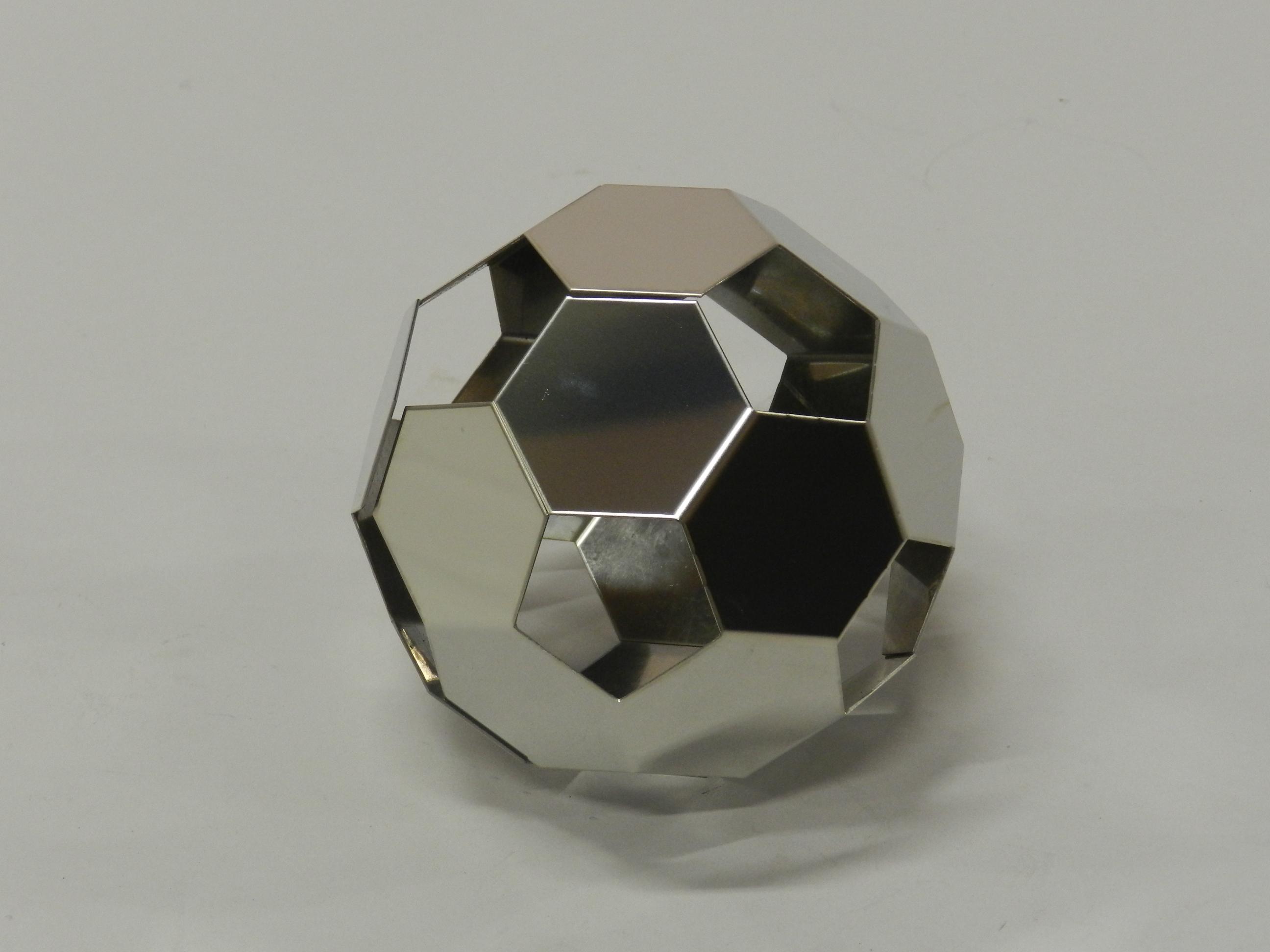 スチール製サッカーボール